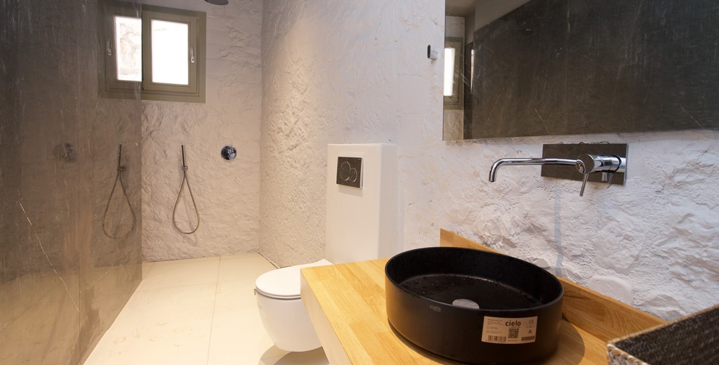 A bathroom with shower inside Villa Vivere, Assos, Kefalonia