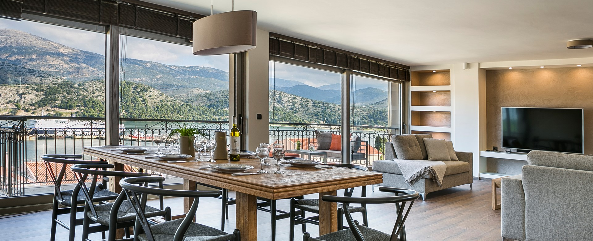 Plenty of room for enjoying dinner and drinks around the table inside Marina Penthouse Apartment, Argostoli, Kefalonia, Greek Islands